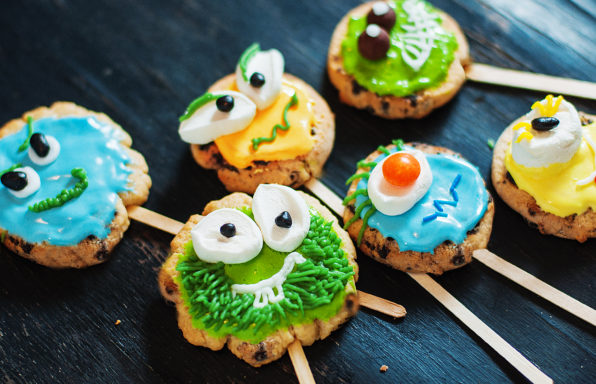 Monster-cookie-pops-2